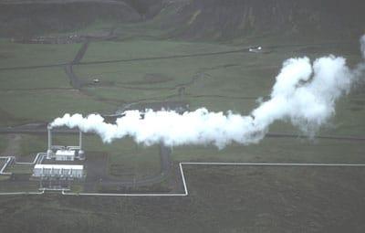 La géothermie est l'exploitation de la chaleur du sous-sol, comme à Nesjavellir en Islande.