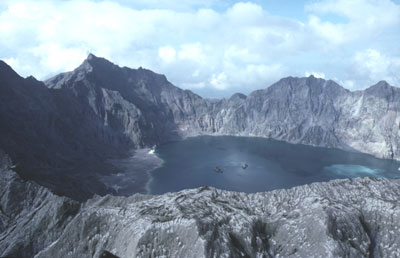 Cratère du volcan Pinatubo aux Philippines.