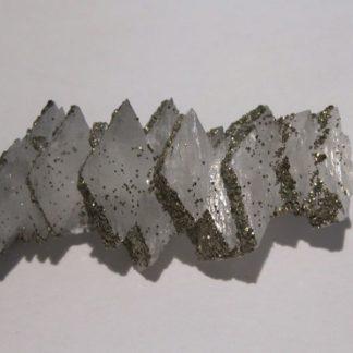 Adulaire et Pyrite, minéraux du Tunnel du Gothard, Uri, Suisse.