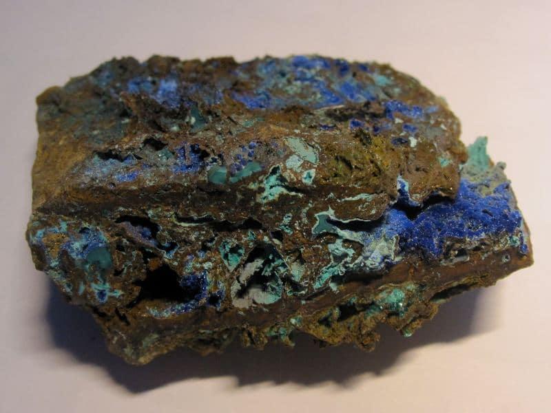 Chalcopyrite, Azurite et Carbonate cyanotrichite, Salsigne, Aude.