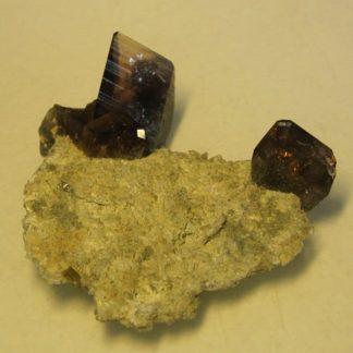 Axinite et épidote, Rochers d'Armentier, Oisans, Isère.