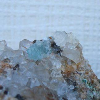 Hémimorphite bleue, malachite et quartz, L'Argentolle, Saône-et-Loire.