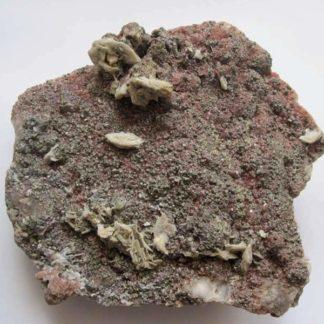 Fluorine rouge, barytine et pyrite, mine de Voltennes, Saône-et-Loire, Morvan.