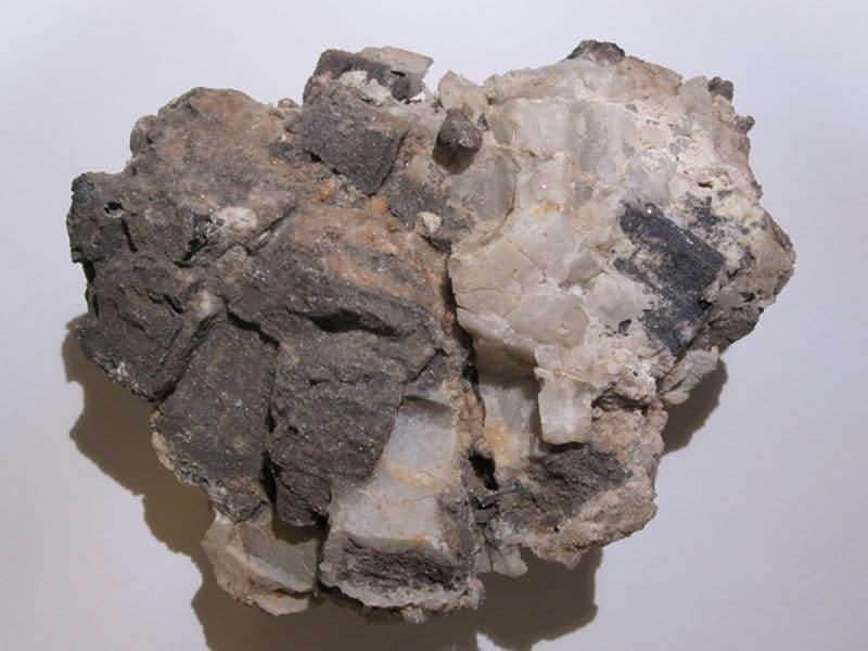 Cérusite sur Galène, mine de Vallaury, Var.