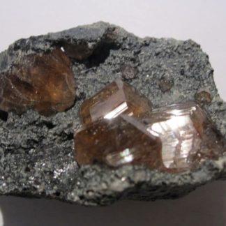 Cristaux de Grenat (Hessonite), Asbestos, Québec, Canada.
