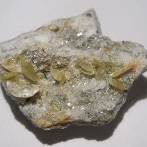 Pistomésite (sidérite), muscovite, Rutile, Tunnel de la Furka, Suisse.
