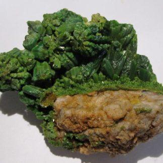 Cristaux verts de pyromorphite, mine des Farges, Ussel, Corrèze.