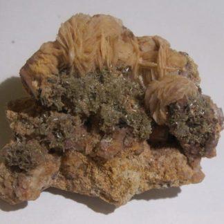 Mimétite, Baryte et Fluorite, mines de Monterniers, Lantignié, Rhône.