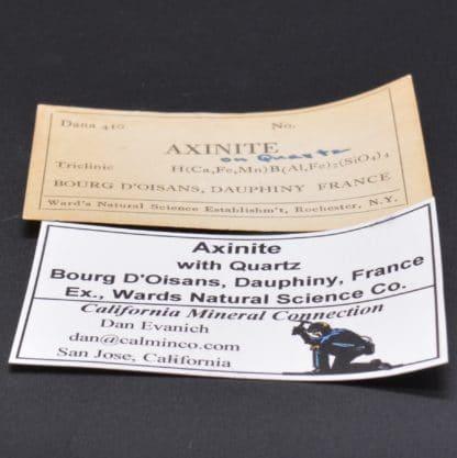 Axinite, Rochers des Armentiers, Isère, Oisans, France.