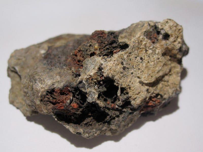 Cinabre et smithsonite, Saint-Arey, près de La Mure, Isère.