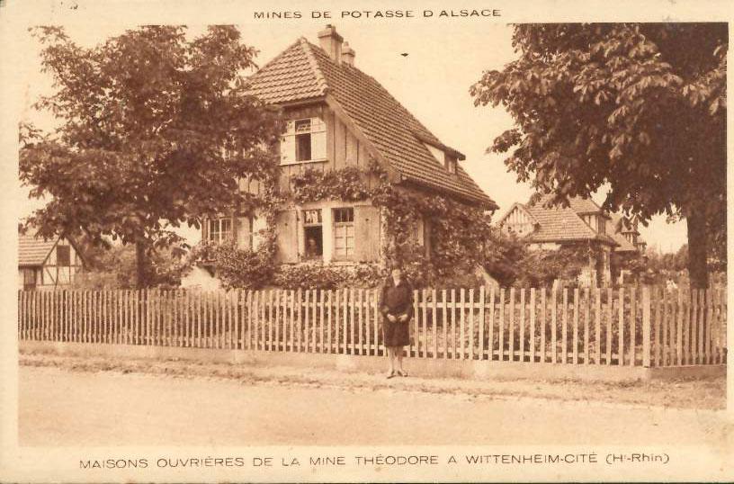 """Carte Postale Ancienne (CPA) : """"Mines de potasse d'Alsace, mine Théodore à Wittenheim (68)""""."""