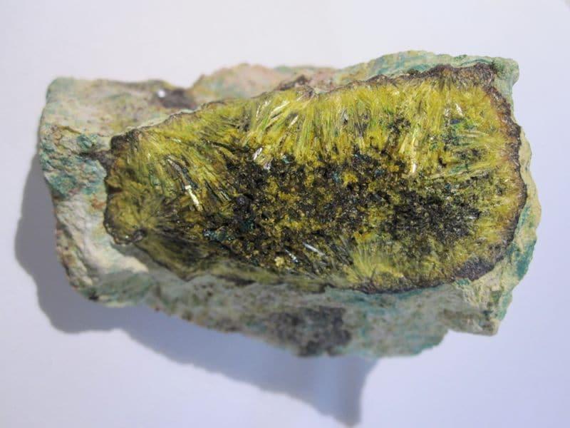 Cuprosklodowskite et Sklodowskite, Musonoi mine, Katanga, Congo.