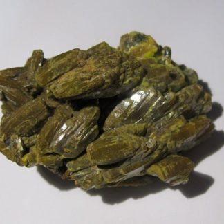 Pyromorphite en cristaux vert brun brillants des Farges en Corrèze.