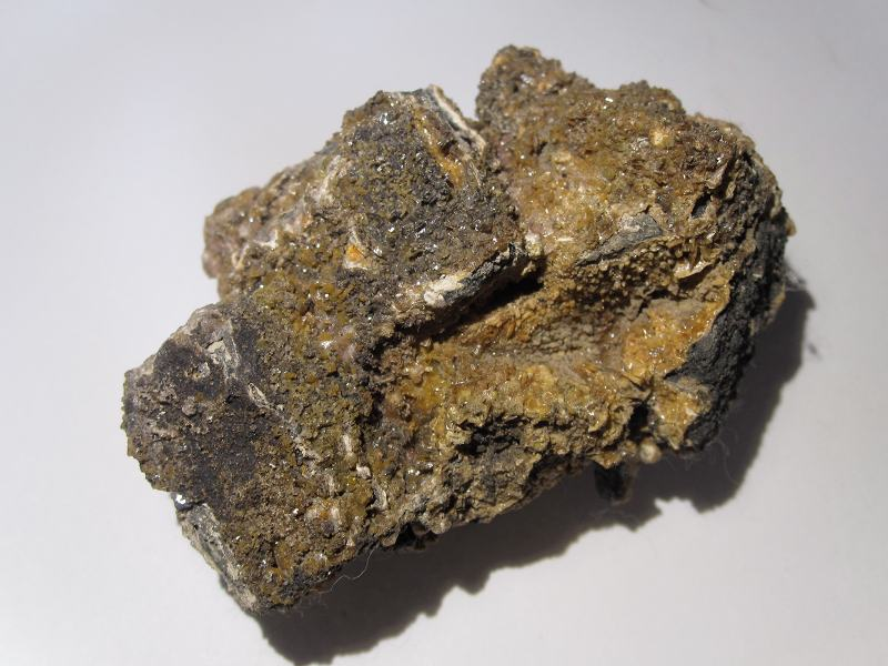 Galène et wulfénite de la mine de Vallaury dans le Var.