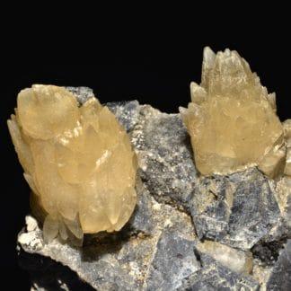 Cristaux de calcite sur octaèdres de galène, mine de Planioles, Lot.