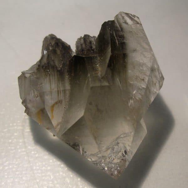 Cristal de quartz à inclusions d'amiante, massif de la Lauzière, en Savoie, minéral trouvé entre Maurienne et Tarentaise.