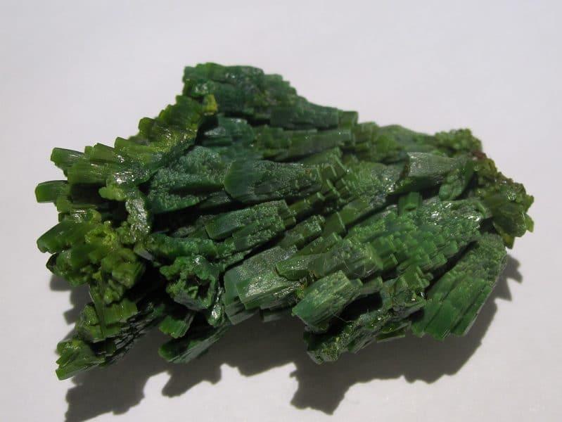 Pyromorphite verte, mine des Farges, près d'Ussel, Corrèze, France.