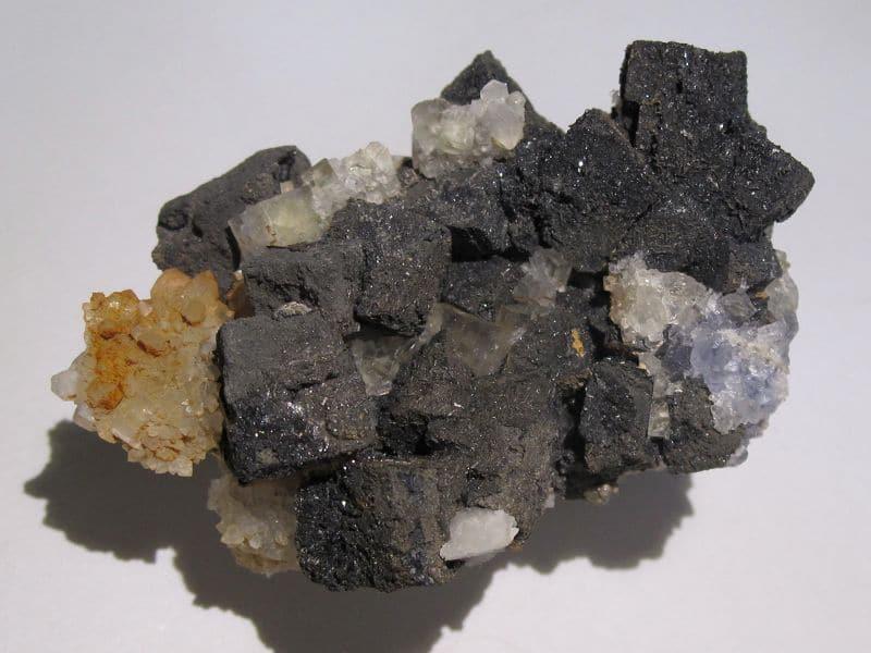 Galène avec fluorine et quartz, Versilhac, Haute-Loire.