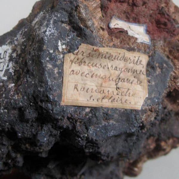 Arséniosidérite, mine de Romanèche-Thorins, Saône-et-Loire.