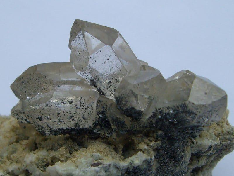 Quartz sur albite avec hématite, Chamonix, Mont-Blanc, Haute-Savoie.