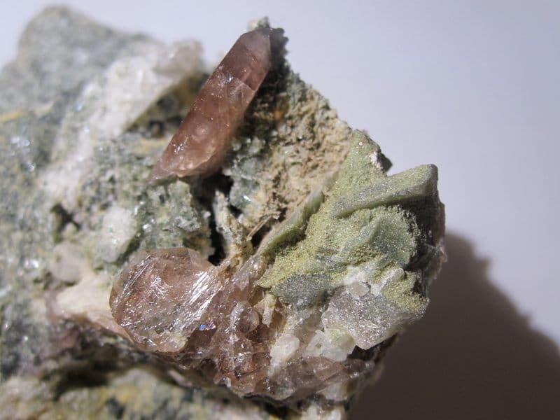 Axinite, Combe de la Selle, Saint-Christophe-en-Oisans, Isère.