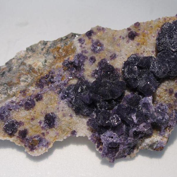 Fluorine violette de Buxières-les-mines, Allier.