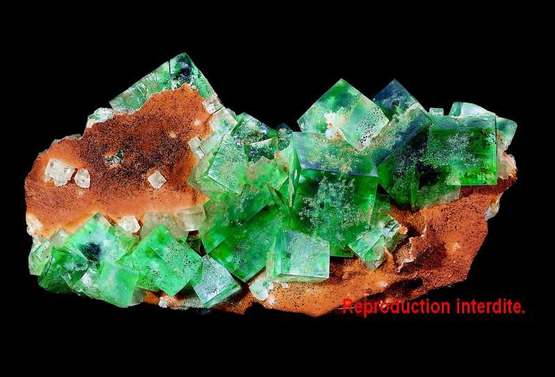 Livre sur les minéraux : Fluorine de la mine de l'Avellan (Var).