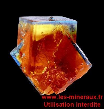 Livre sur les minéraux : fluorite de Valzergues (Aveyron).