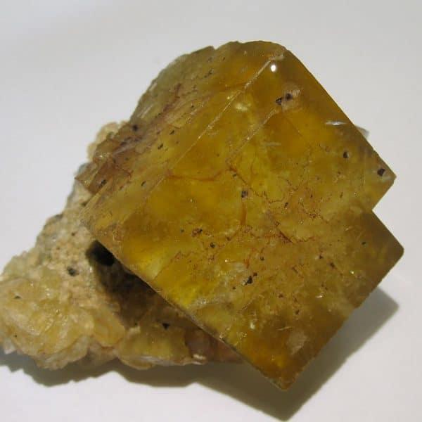 Fluorine jaune sur quartz, Valzergues, Aveyron.
