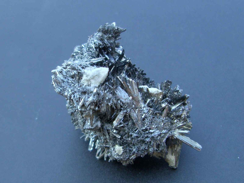 Stibine, minéral vendéen de la mine Les Brouzils.