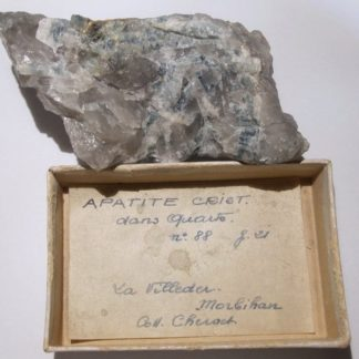 Apatite et quartz, La Villeder, Morbihan, Bretagne.