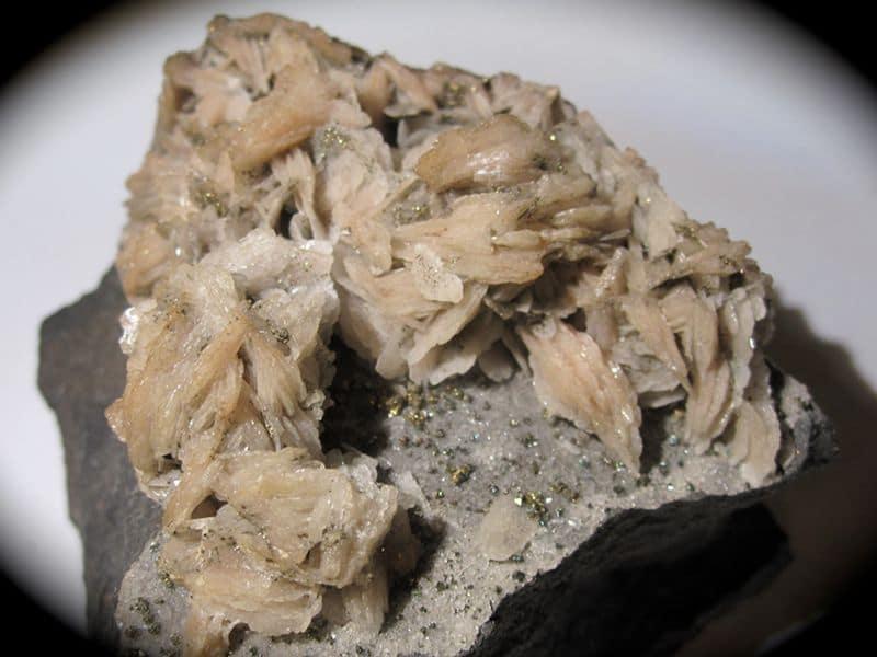 Baryte et pyrite, mine de Diélette (mine de fer de Flamanville), Manche.