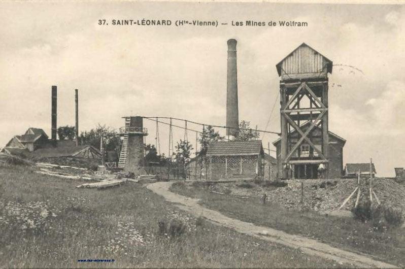 """Carte Postale Ancienne (CPA) : """"Saint-Léonard, Haute-Vienne, les mines de Wolfram"""". Célèbre localité minéralogique à wolframite."""