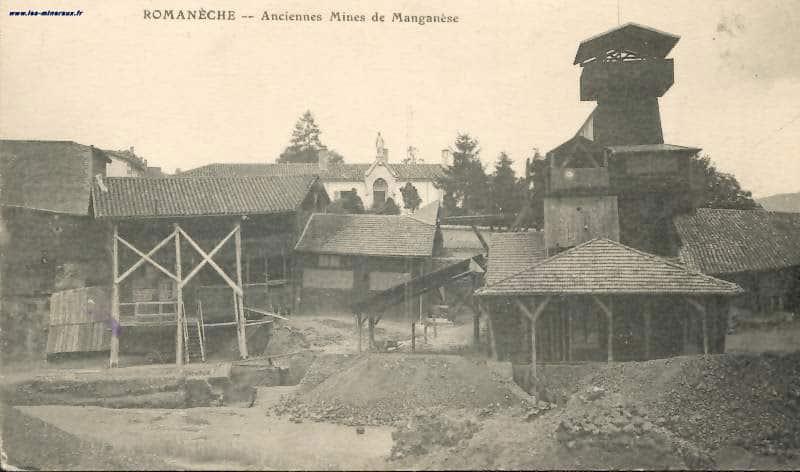 """Carte Postale ancienne (CPA) : """"Romanèche, anciennes mines de manganèse""""."""