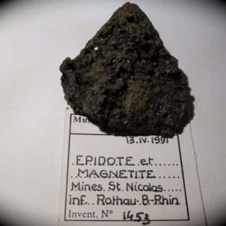 Epidote et magnétite, mine Saint Nicolas, Rothau, Bas-Rhin.