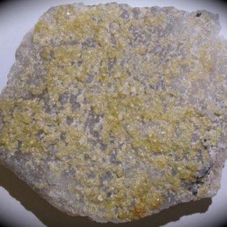 Fluorine jaune, mine des Farges, près d'Ussel, Corrèze.