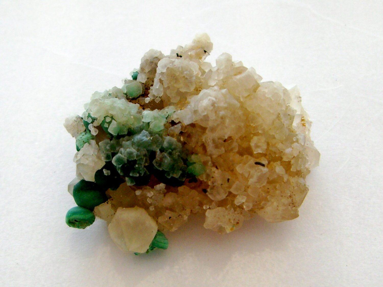 Concrétions de malachite sur quartz, Bouche-Payrol à Brusque.