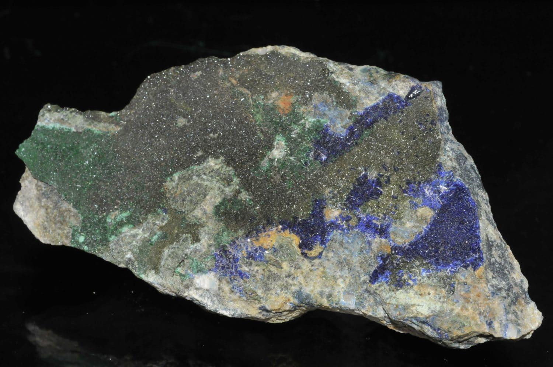 Baryte, azurite et olivénite de la mine de la Garonne (Var).