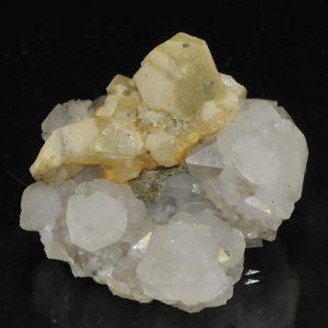 Calcite sur quartz de la mine de Peyrebrune (Tarn).