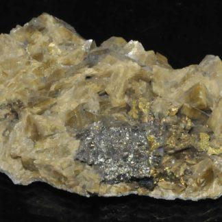 Chalcopyrite sur sidérite de la mine de La Mure (près de Grenoble en Isère).