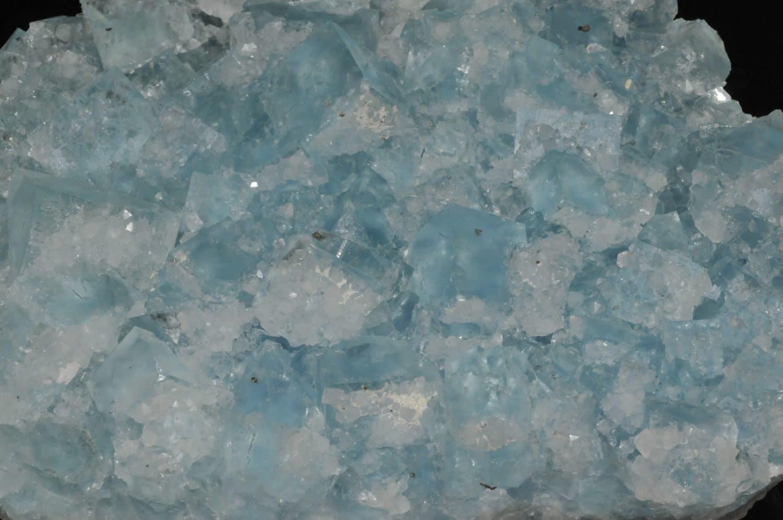 Cristaux de fluorine bleue de la mine du Burc au Burg (Tarn).