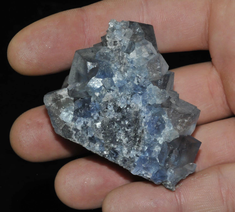 Cristaux de fluorine bleue de la mine de Montroc (Tarn).