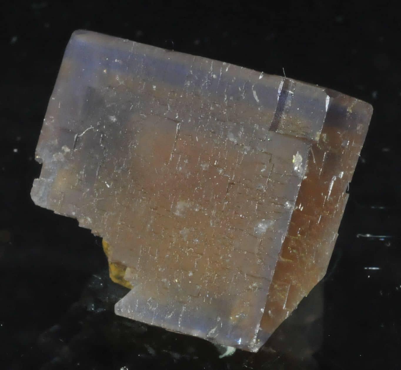 Fluorite fantôme de la mine de Valzergues (Aveyron).