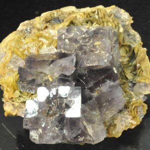 Cristaux de fluorite sur sidérite de Peyrebrune (Tarn).