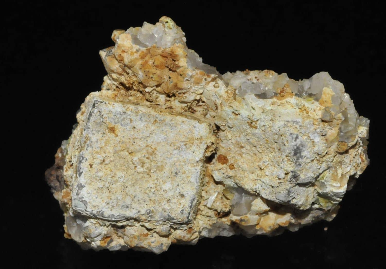 Hydroxyapatite sur galène avec quartz et pyromorphite de l'Argentolle