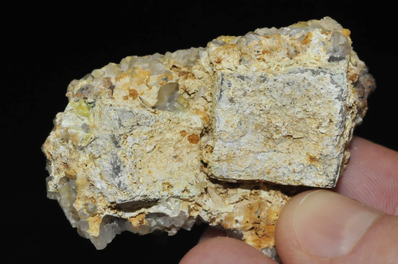 Lead Hydroxyapatite sur galène avec quartz et pyromorphite de l'Argentolle (Morvan).