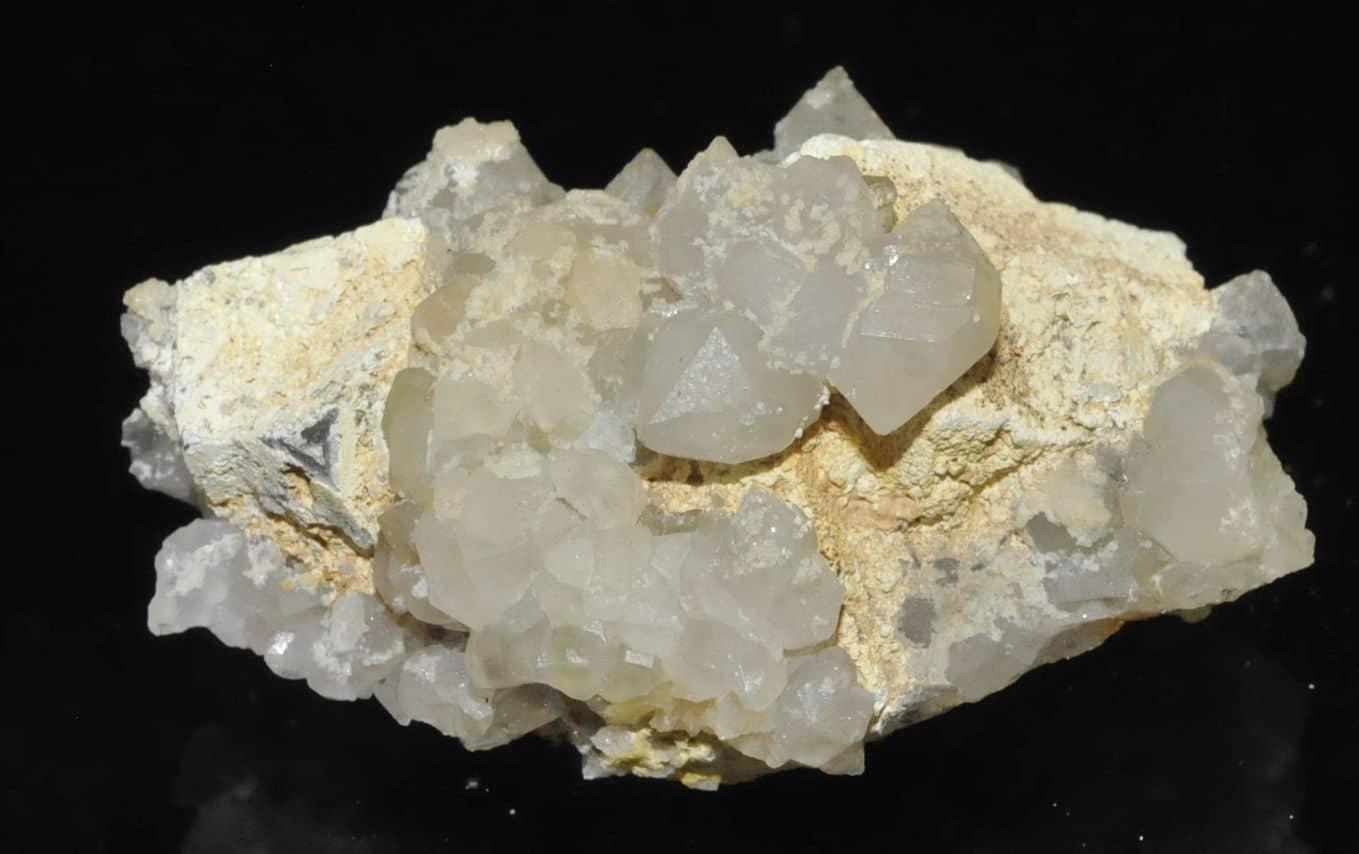 Lead hydroxyapatite sur galène avec quartz de l'Argentolle (Saône et Loire).