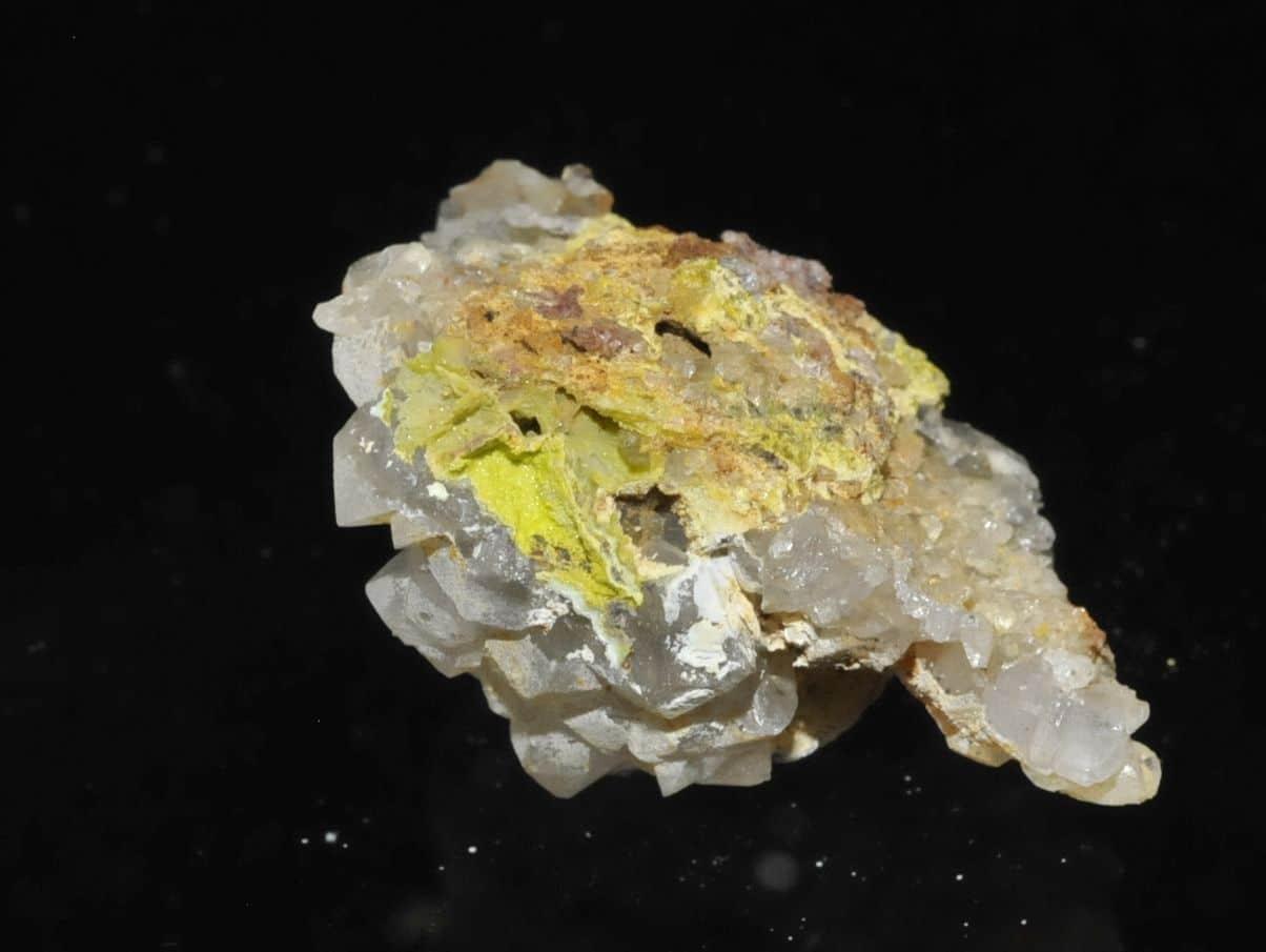 Galène, quartz et pyromorphite de la carrière du Rocher du Bœuf à l'Argentolle (Morvan).