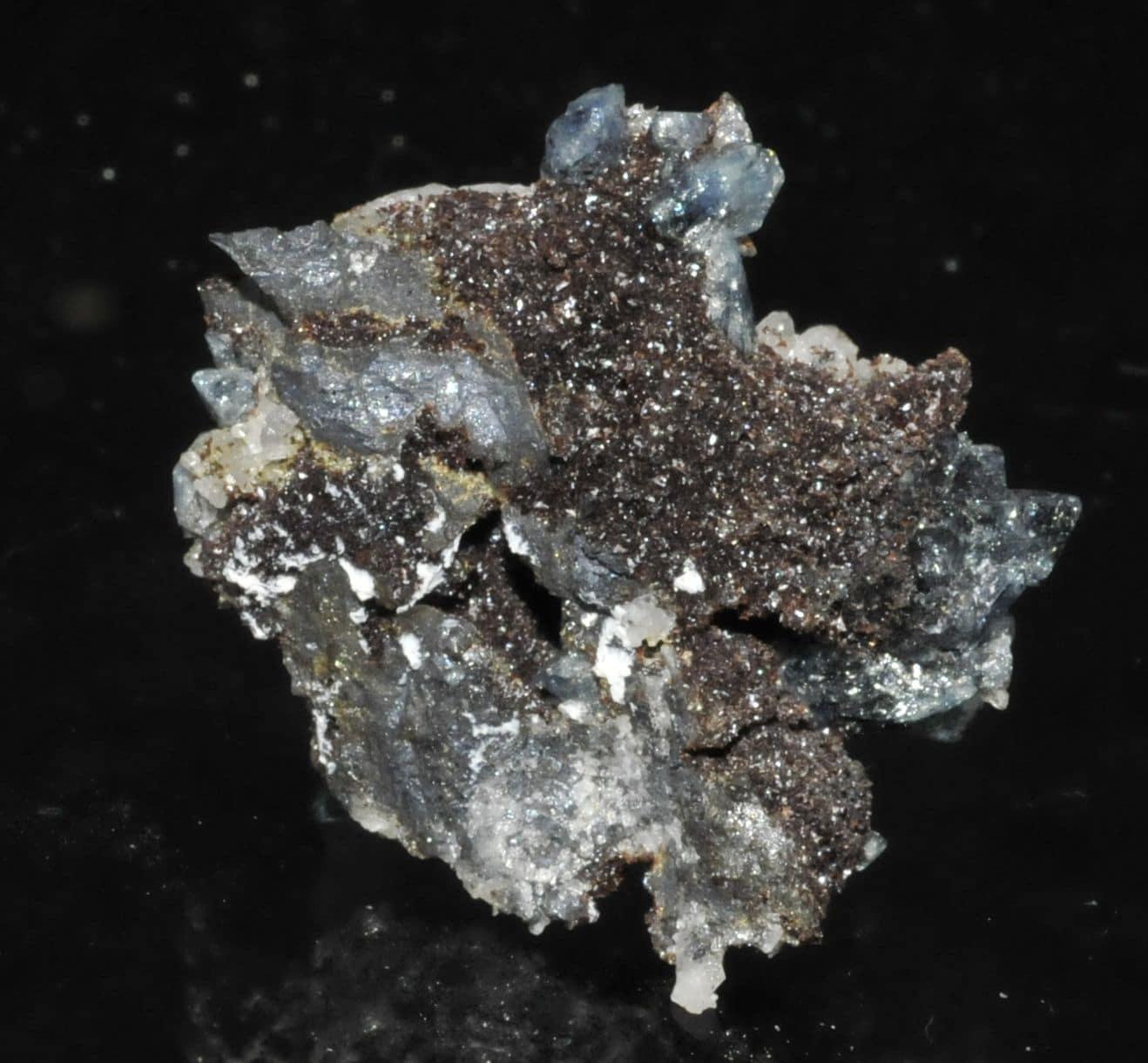 Molybdofornacite, scorodite et quartz, Tsumeb, Namibie.
