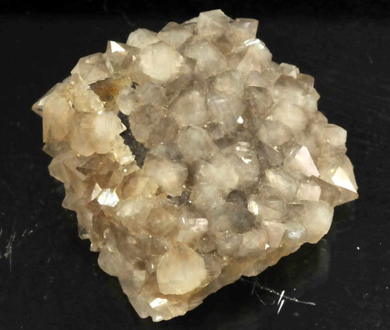 Cristaux de quartz fumé sur fluorite de la mine de Maxonchamp (Vosges).
